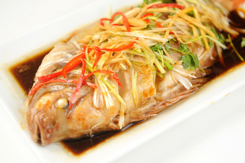 Chế biến món cá diêu hồng hấp xì dầu