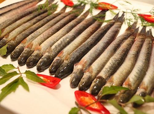 Nguyên liệu nấu lẩu cá kèo với lá giang