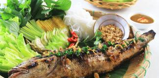 Món cá lóc nướng ăn cùng bánh tráng hoặc bánh đa nem